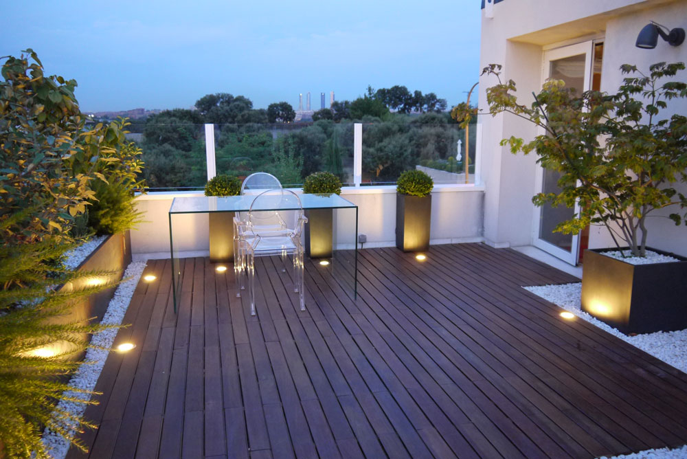Equipamiento de terrazas por artefactum interiorismo for Iluminacion terrazas aticos